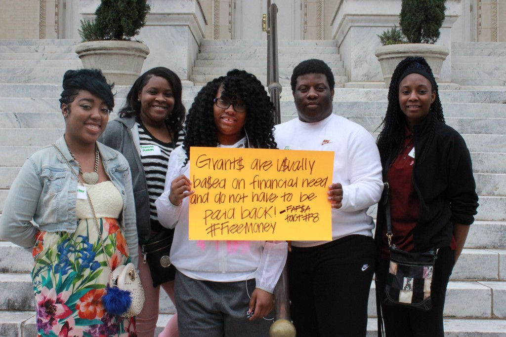 Wenonah High School seniors promote FAFSA completion among their peers.